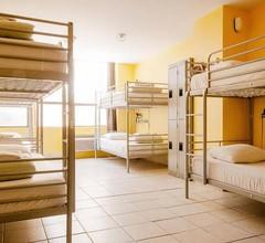 HI-Toronto Hostel 2