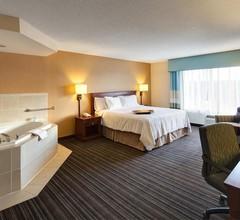 Hampton Inn & Suites by Hilton Toronto Airport 1