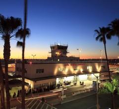 Holiday Inn Long Beach Airport 2