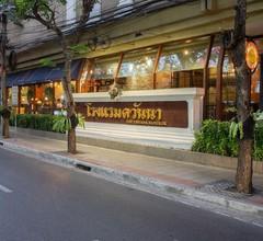 The Tawana Bangkok 1