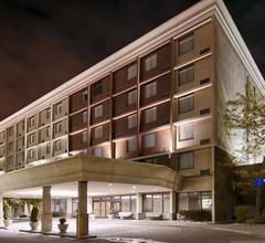 Best Western Plus Toronto Airport Hotel 2