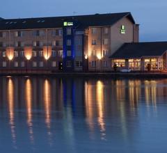 Holiday Inn Express Cardiff Bay 1