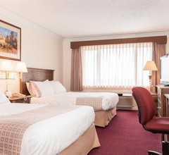Howard Johnson Hotel & Suites by Wyndham Victoria Elk Lake 2
