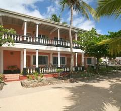 Catamaran Hotel Marina 2