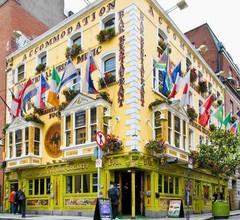 Oliver St John Gogarty Hostel & Penthouse Apartments 1