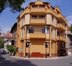 Hristovi Apartments & Studios 2