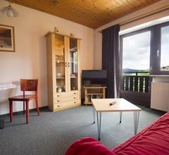 Großzügige Ferienwohnung mit Holzofen und Eigenem Balkon 1