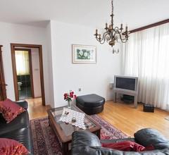 Split central apartment,free private parking 1