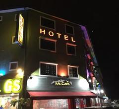 SPOT ON 89874 Gs Golden Star Hotel 1