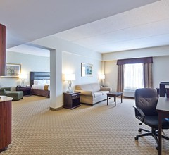 Holiday Inn Express Hotel & Suites Ottawa Airport 2