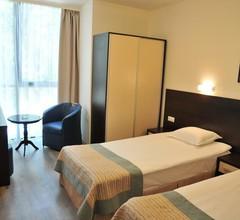 Hotel Burgas Free University 2