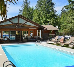 Casa Bella Guesthouse on Sechelt Inlet 1