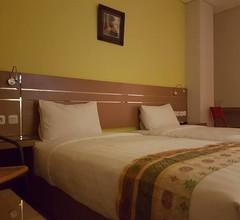 RedDoorz @ Budget Hotel Ambon 2