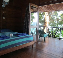 Treetop Guesthouse and Bungalows 2