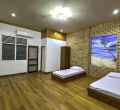 Riverside Hostel Padang 1