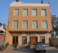 Capital O75241 Hotel Silver Star 1