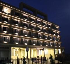 Crimson Park Shripriya Hotel 1