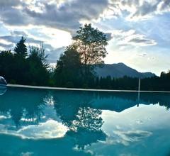 Jack's Lake & Mountain (JLM) Hostel 2