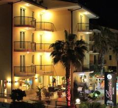 Lion's Hotel 1