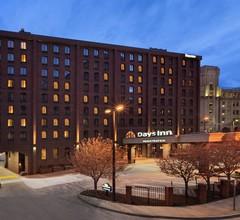 Days Inn by Wyndham Baltimore Inner Harbor 1