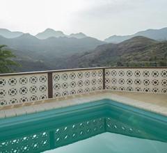 Lightbooking - Mountain & pool 1