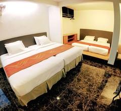 Lux Private Hotel 2