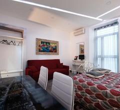 Zentral Eingerichtete Wohnung mit Einem Schlafzimmer + Bad und Küche in der Piazza Teatro Massimo 1
