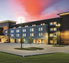 La Quinta Inn & Suites by Wyndham Wichita Northeast 1