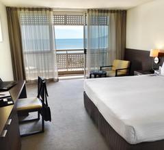 Holiday Inn Cairns Harbourside 2