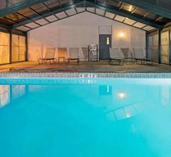 Ramada by Wyndham Englewood Hotel & Suites 2