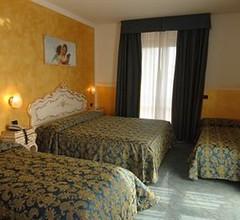 Hotel Confine 2