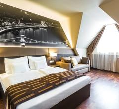 12 Revay Hotel 2