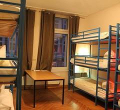 Buch-Ein-Bett Hostel 2