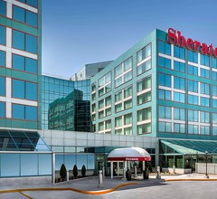 Sheraton Gateway Hotel in Toronto International Airport 1