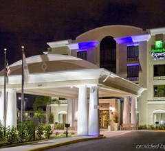 Holiday Inn Express & Suites Tampa USF Busch Gardens 2