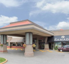 Ramada Hotel & Conference Center by Wyndham Kelowna 2