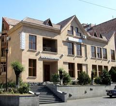 Yerevan Deluxe Hotel 2