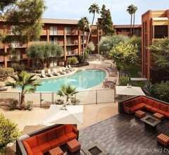 Holiday Inn & Suites Phoenix Airport North 1