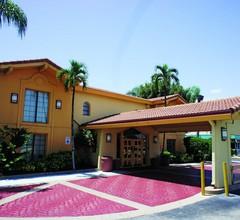 La Quinta Inn by Wyndham Fort Myers Central 1