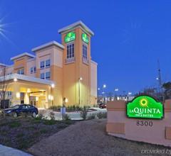 La Quinta Inn & Suites by Wyndham Dallas Love Field 1