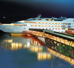 Vintage Luxury Yacht Hotel 2