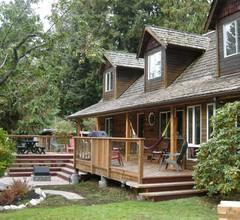 Up The Creek Backpacker's Lodge 1