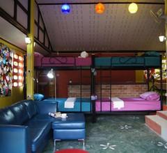 Dorm Des Fleurs Hostel 1