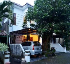 Monjali Guest House 1