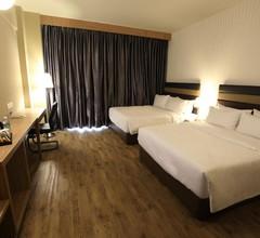 Perth Hotel 2