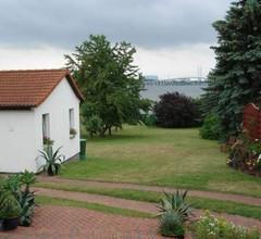 Ferienhaus mit Terrasse Direkt am Wasser 2