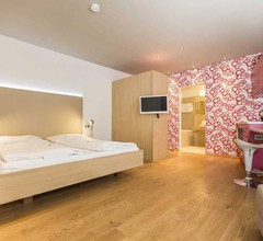 Room 5 Apartments 1