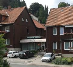 Hotel Pension am Kurmittelhaus 1