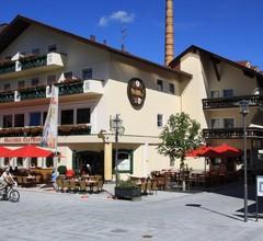 Hirsch Brauerei-Gasthof 1