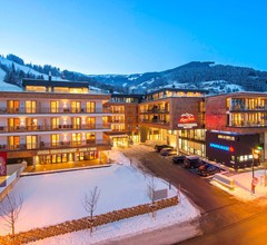 AlpenParks Hotel & Apartment Central Zell am See 1